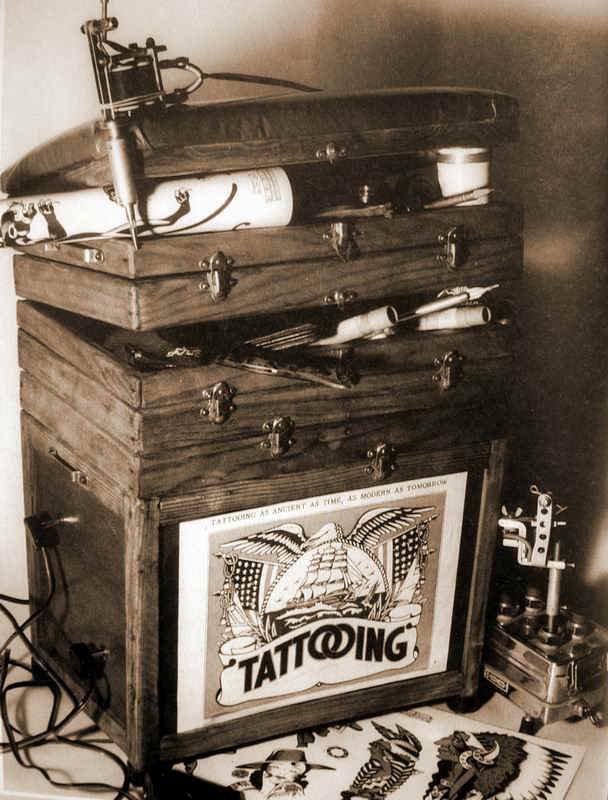 tattoobox.jpg (102324 bytes)